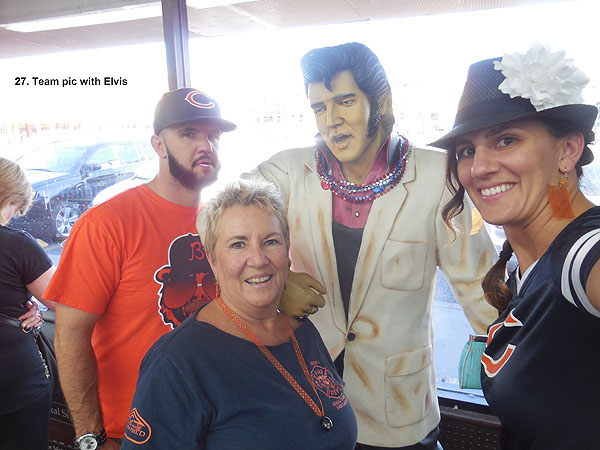 Team Picture with Elvis - Las Vegas Scavenger Hunt