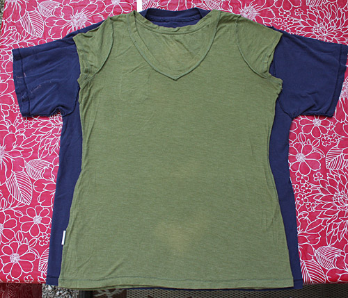 Large T-Shirt to Fitted Tee Tutorial | a steed's life